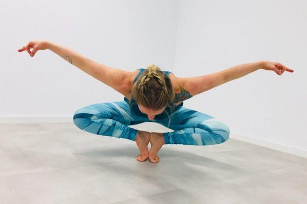 Miriam Wessels in Yogapose im YogaDancing